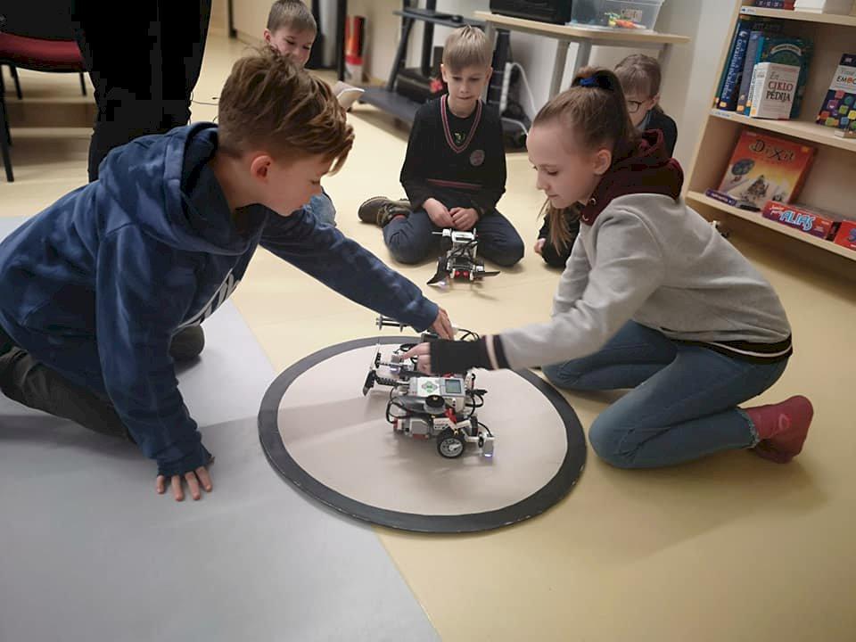 Robotikas nodarbību pirmais cikls noslēdzies